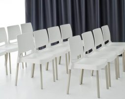 plasticni stoli_gostinski stoli_vrtni stoli