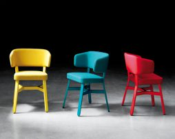 oblazinjeni stoli_leseni stoli_billiani stoli